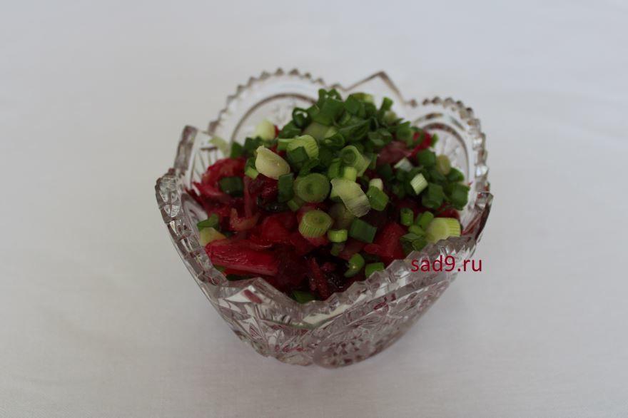 Винегрет классический с зеленым горошком и квашенной капустой