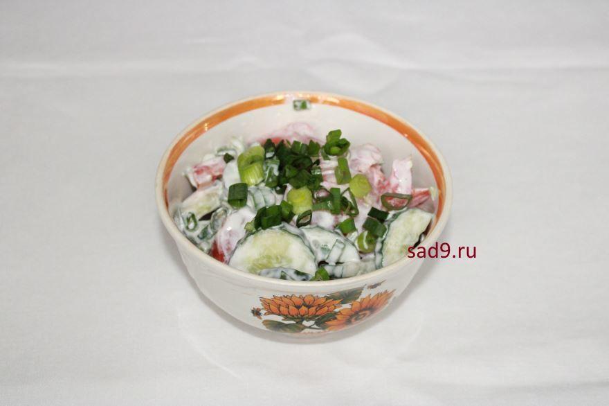 Пошаговый рецепт приготовления салата с огурцом и помидорами, с фото