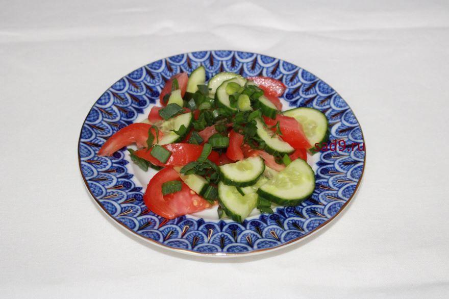 Салат с огурцами свежими и помидорами