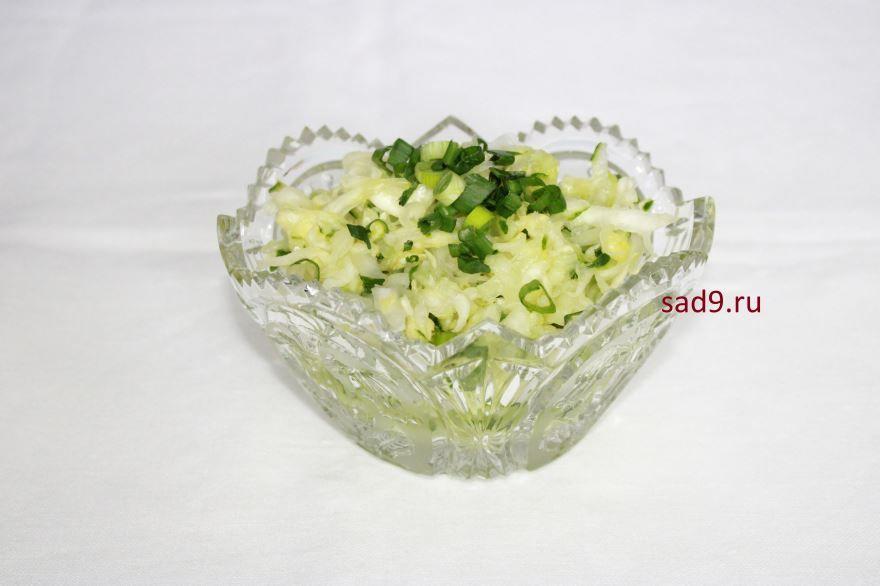 Салат из свежей капусты и огурцов