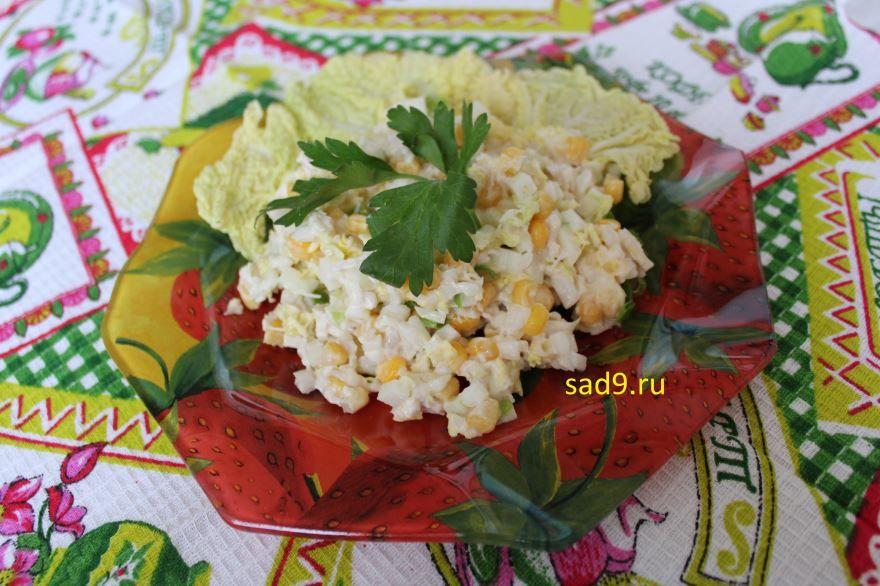 Простой салат с курицей классический, пошагово с фото