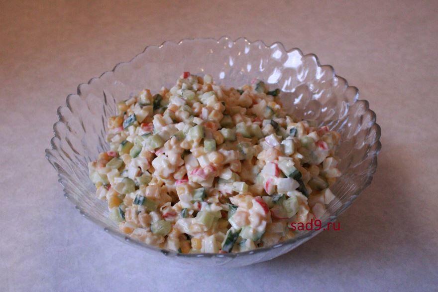Вкусный салат Крабовый, пошагово с фото