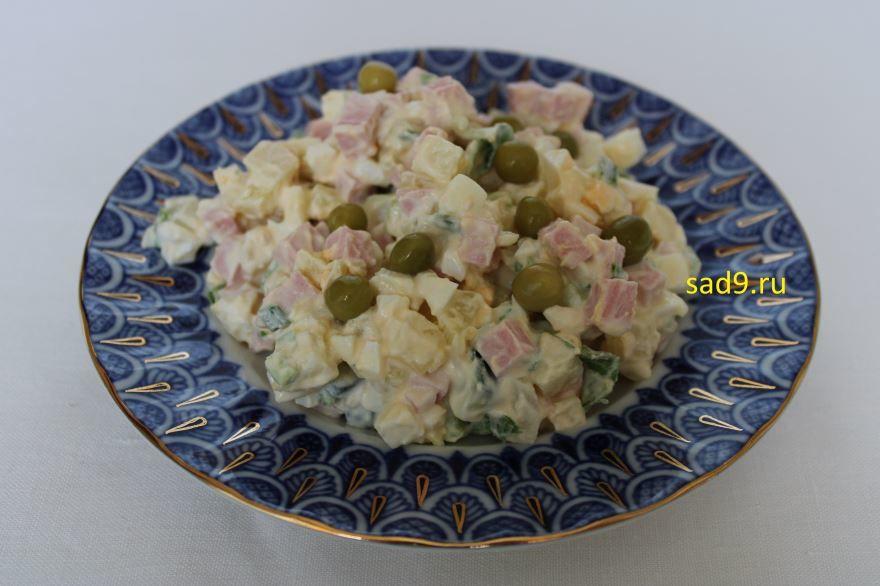 Вкусный салат Оливье, с зеленым горошком