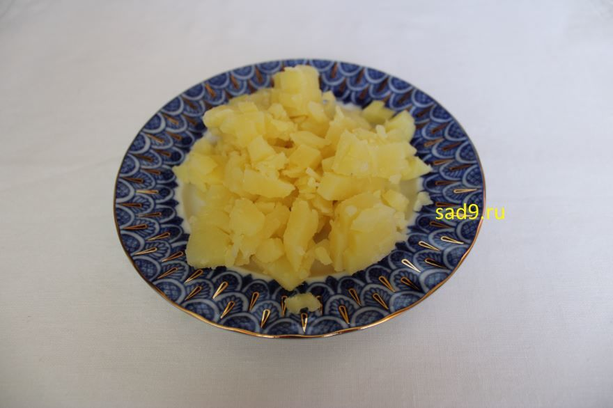 Салат Оливье классический с колбасой