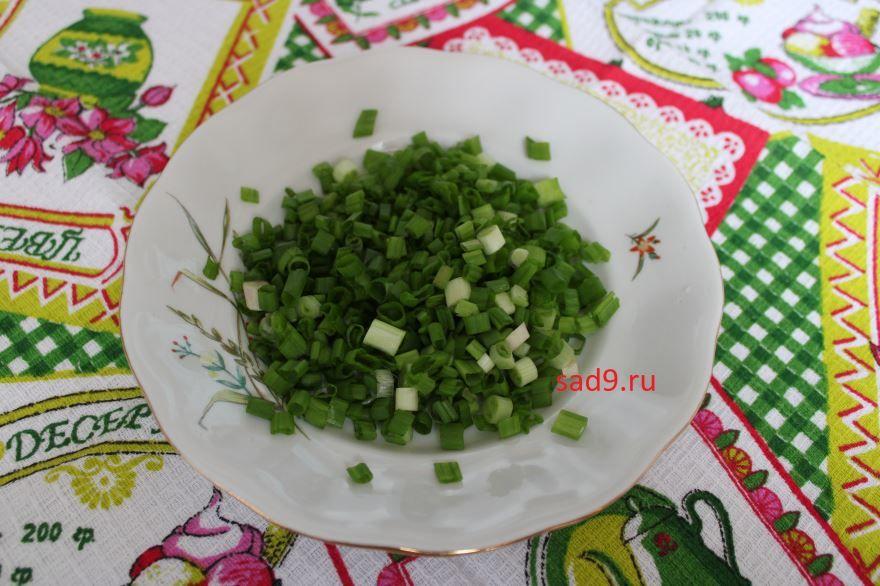 Салат с курицей классический, простой рецепт
