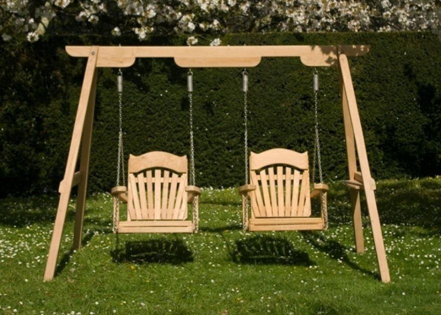 Фото садовых качелей из дерева