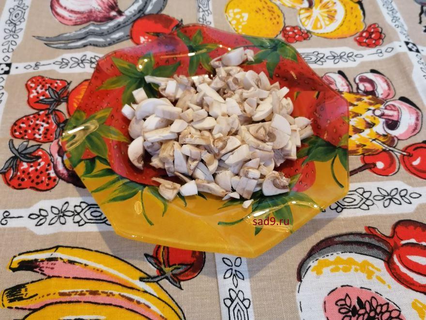 Курица с грибами, простой способ приготовления в домашних условиях