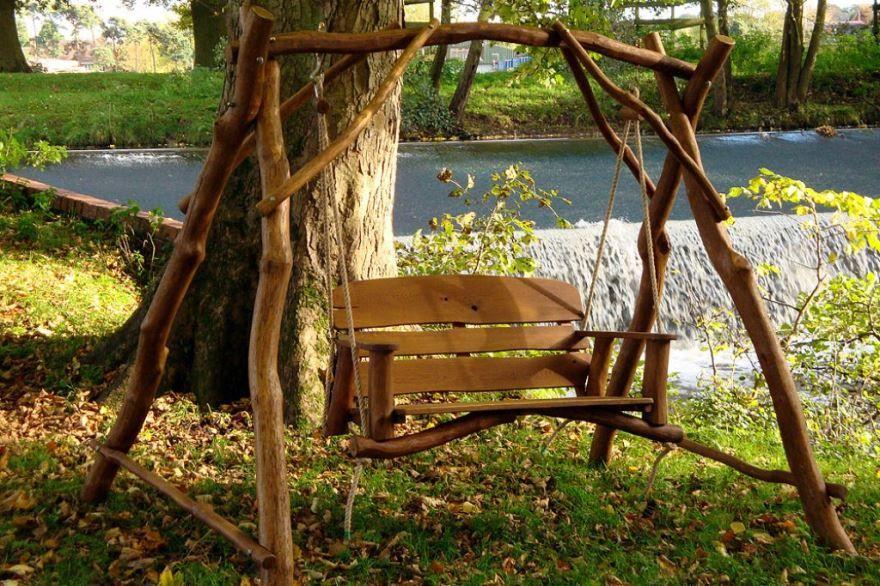 Садовые качели из дерева фото