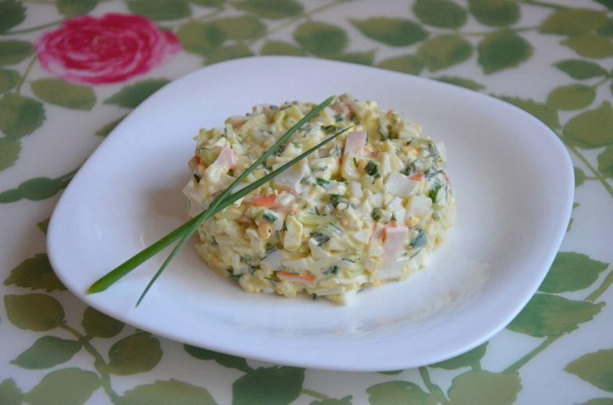 Салат крабовый с огурцом и кукурузой