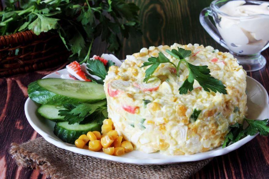 Крабовый салат классический с рисом
