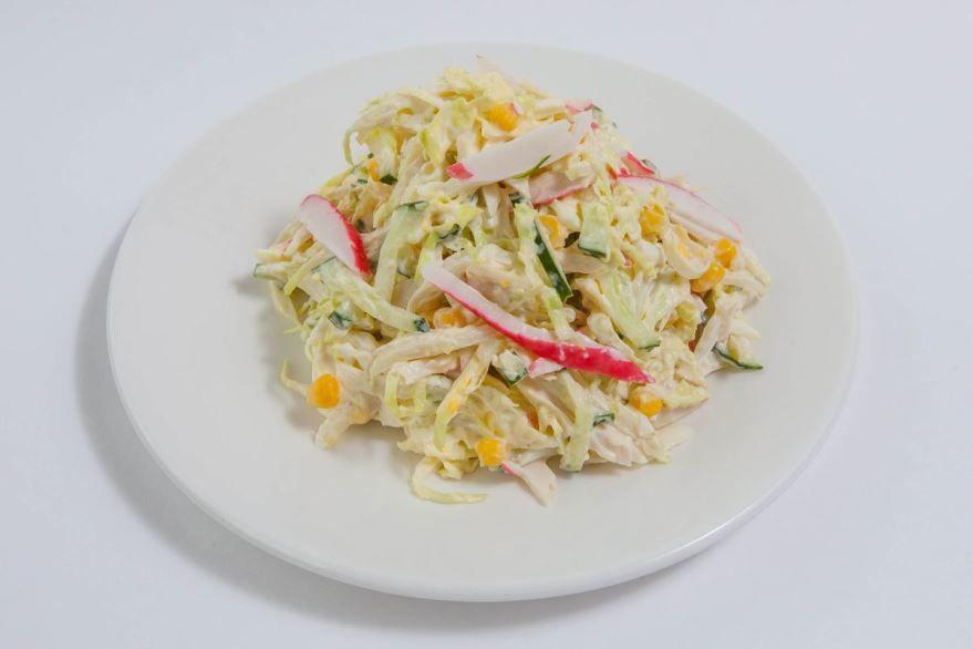 Салат с крабовыми палочками и капустой