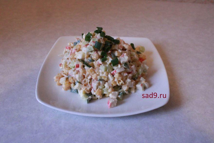 Салат с крабовых палочек, фото