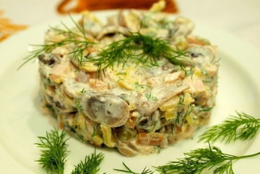 Салат с грибами и курицей рецепт
