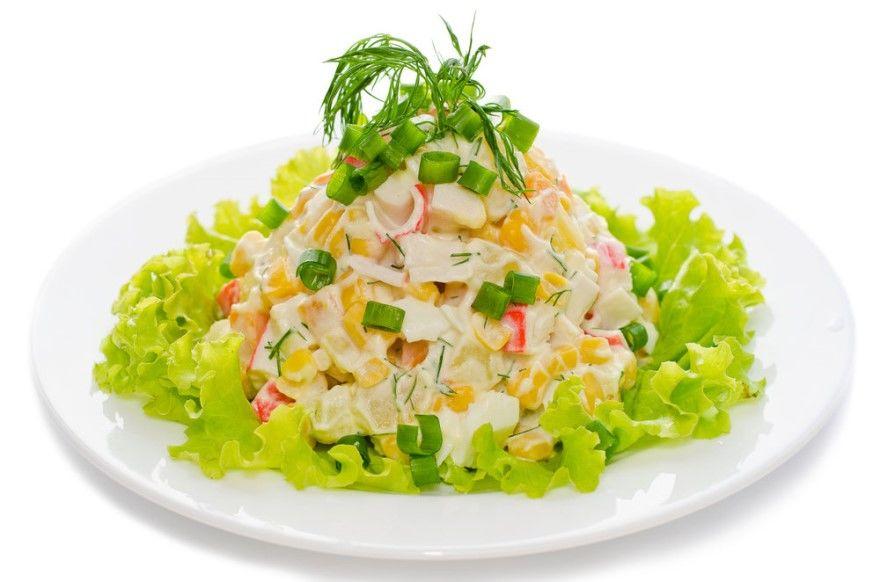 Крабовый салат рецепт классический с кукурузой крабовые палочки