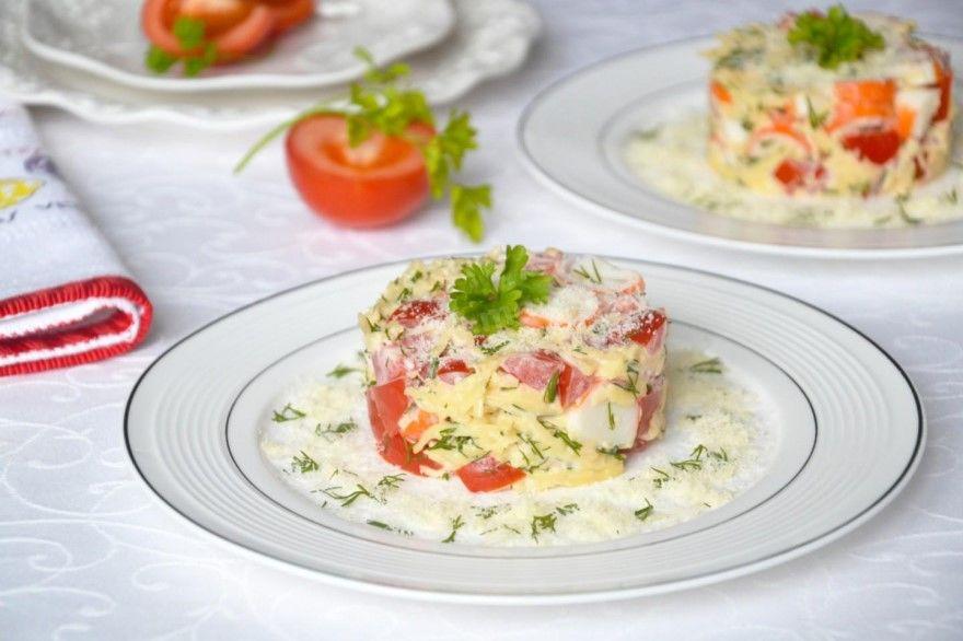 Крабовый салат рецепт помидорами чеснок крабовые палочки
