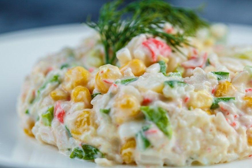Крабовый салат рецепт классический с рисом огурцом